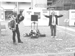 Francesco Pesce_cantante di strada 1